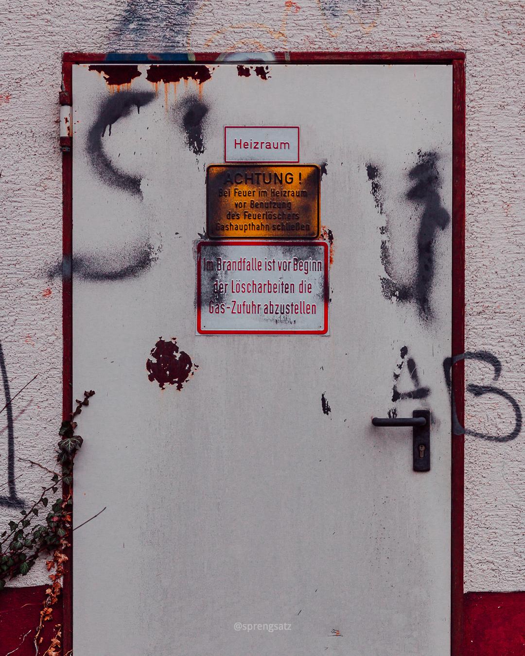 Brandschutztür zum Heizraum der Pfrimmhalle (Albisheim)
