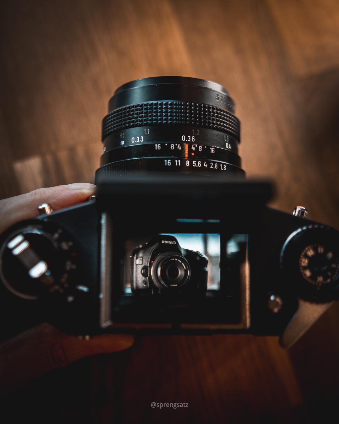 Ilhagee EXA 1c (Dresden), analoge Filmkamera mit Lichtschachtsucher