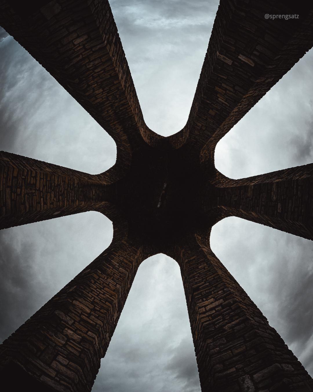 Die sechs Säulen des Zellertaler Ehrenmals