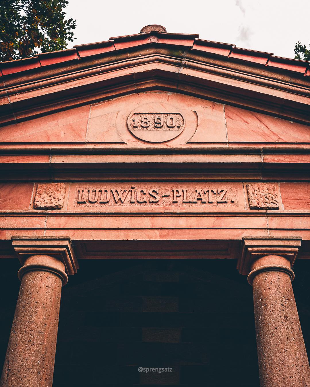 Ludwigs-Platz Schutzhalle aus Rotsandstein zu Ehren von König Ludwig II von Bayern errichtet, erbaut 1890